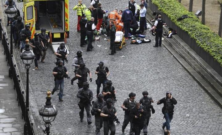 Attacco Londra: 7 arresti nella notte, al setaccio tutto il paese
