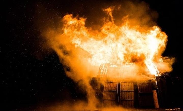 Pavia: incendio e rischio di intossicazione